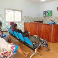 CentroMédicoNkolondom_sala de espera de hospitalización